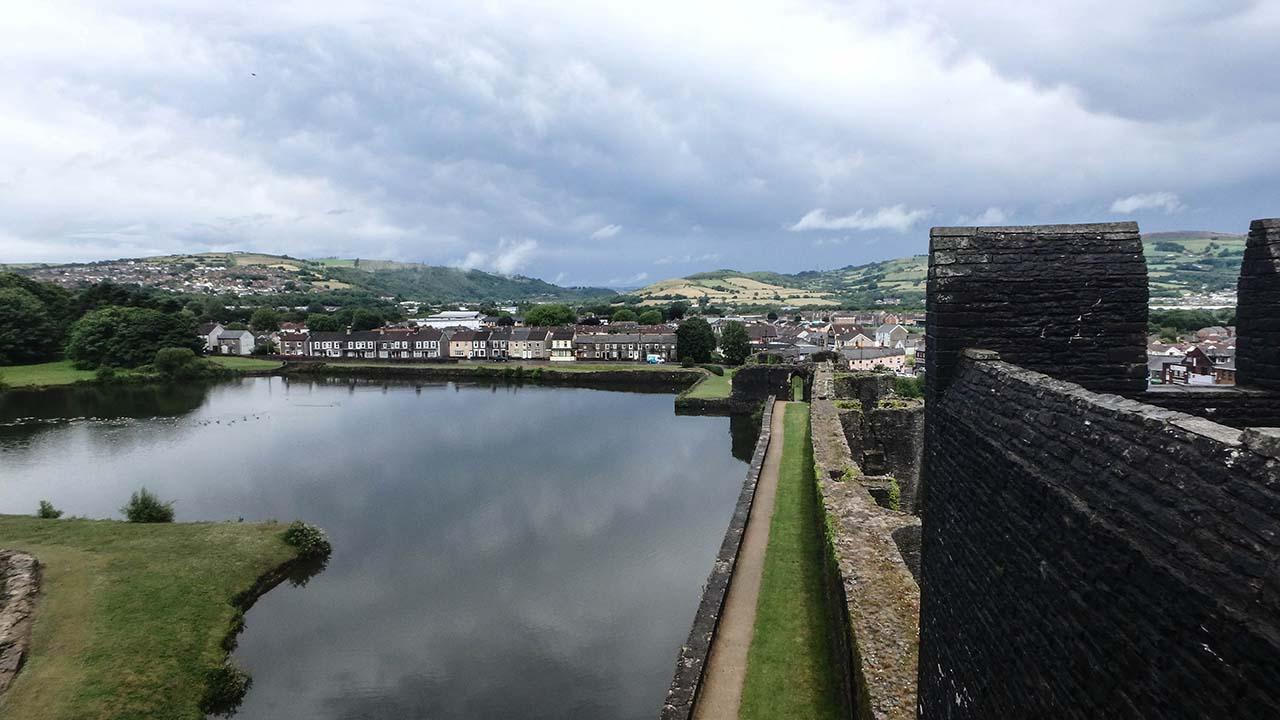 Caerphilly Castle - příkop