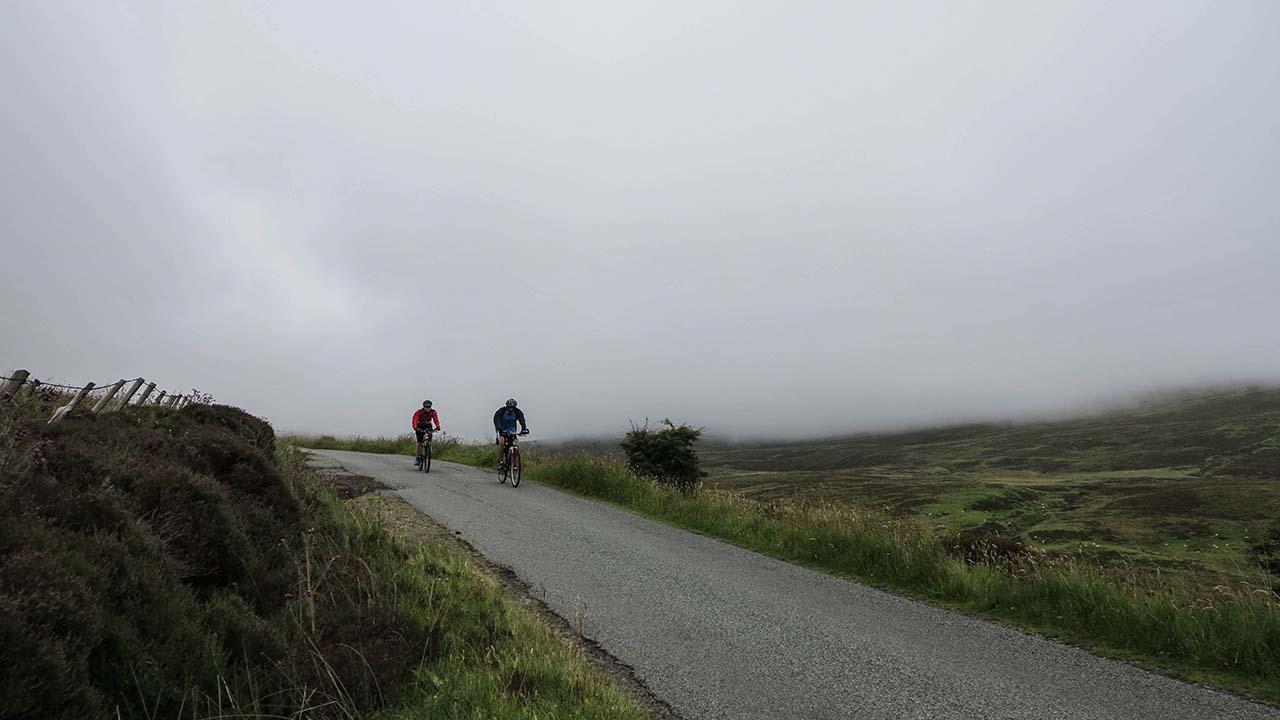 Skotsko na kole v mlze