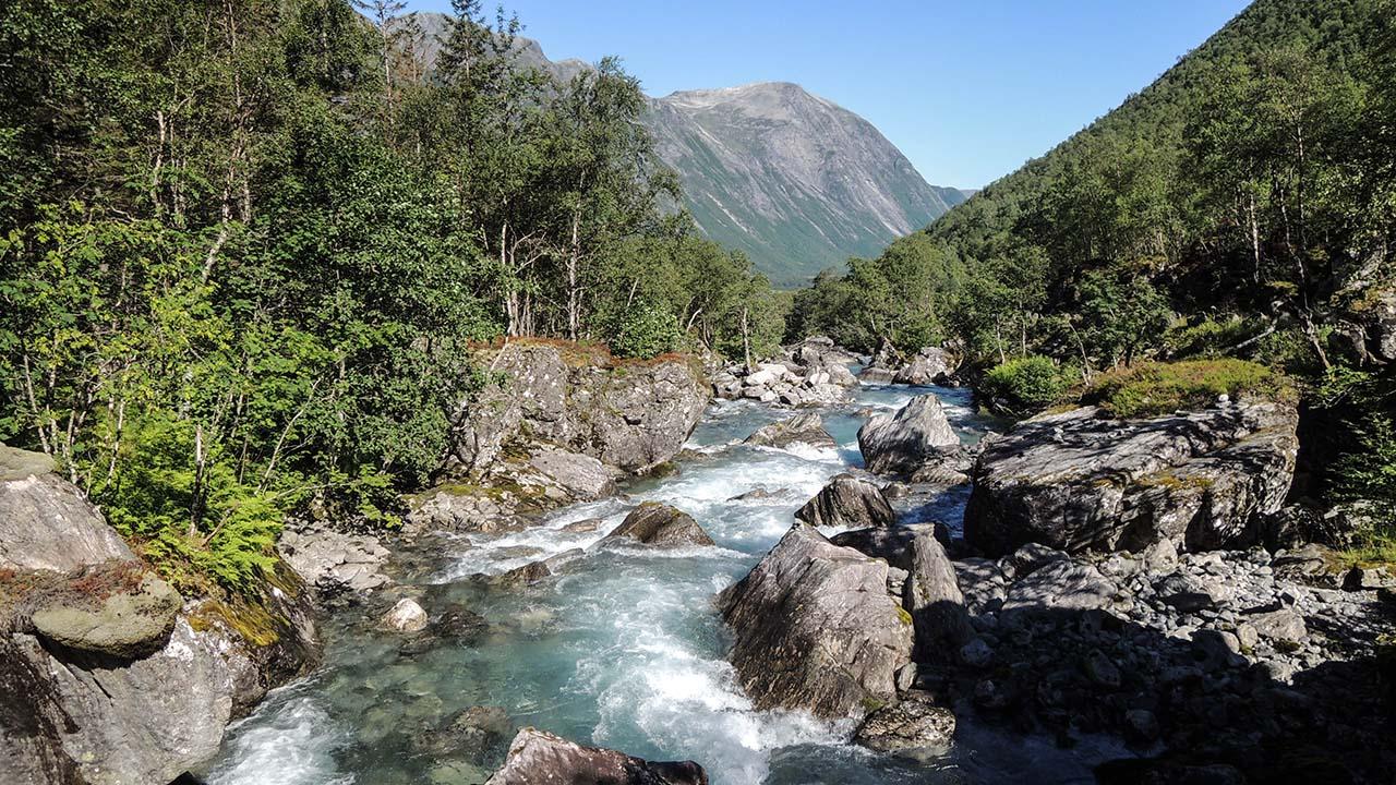 Klidná řeka Sjoa