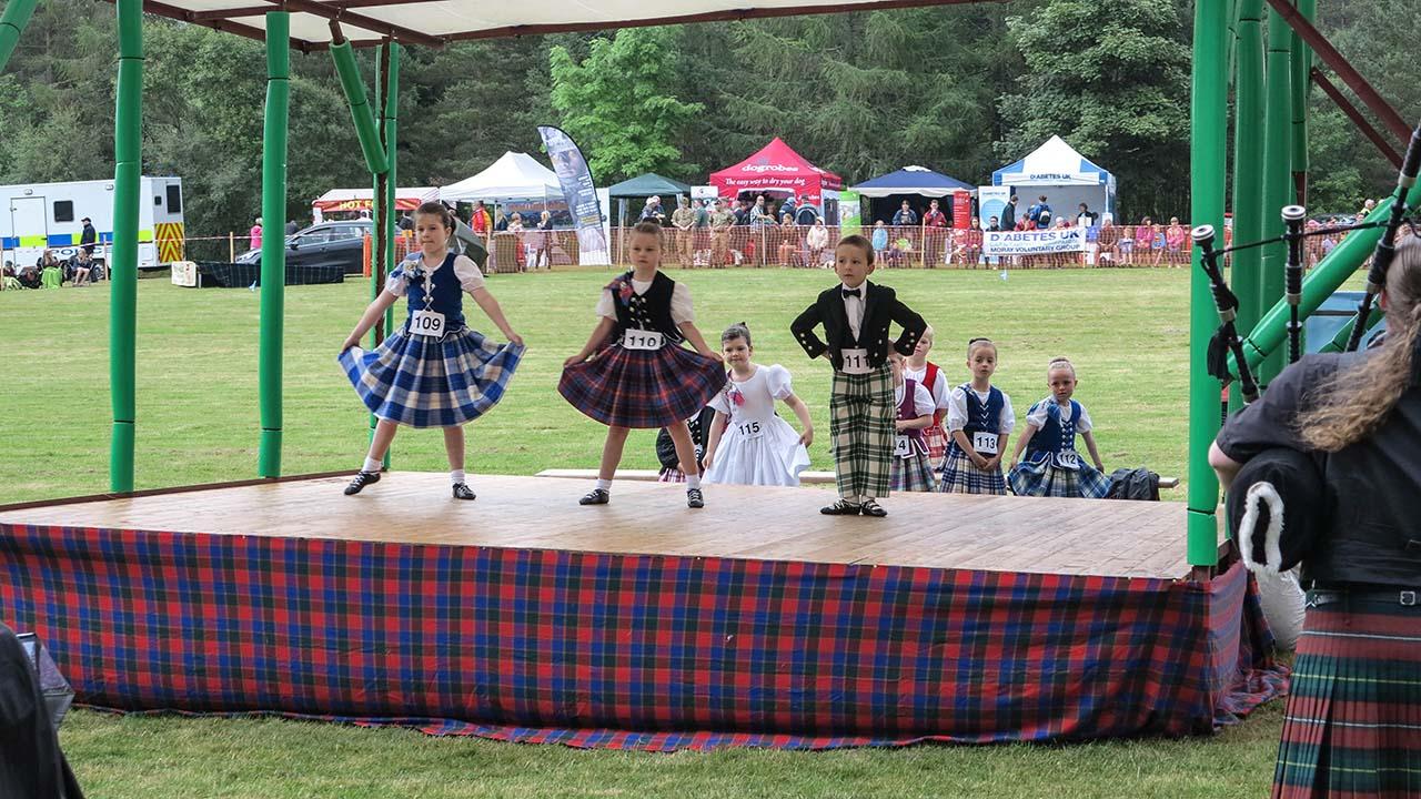 Malí skotští tanečníci