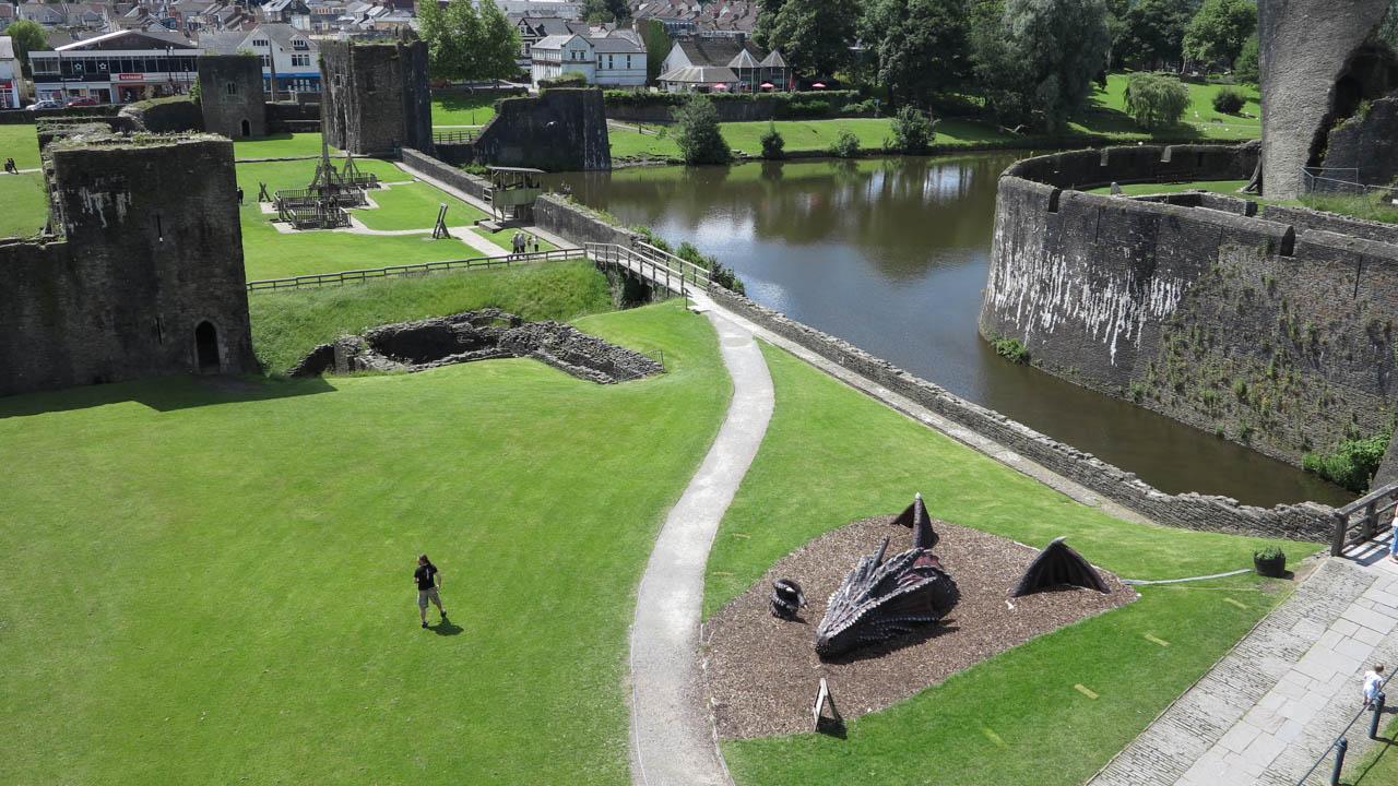 Caerphilly Castle - Drak ve Walesu
