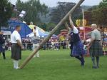 Skotské hry - hod kládou
